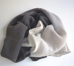 sjaal_jenny_reynaert_wulpen_koksijde_krinkelchiffon_grijs_textiel_textielkunst_art